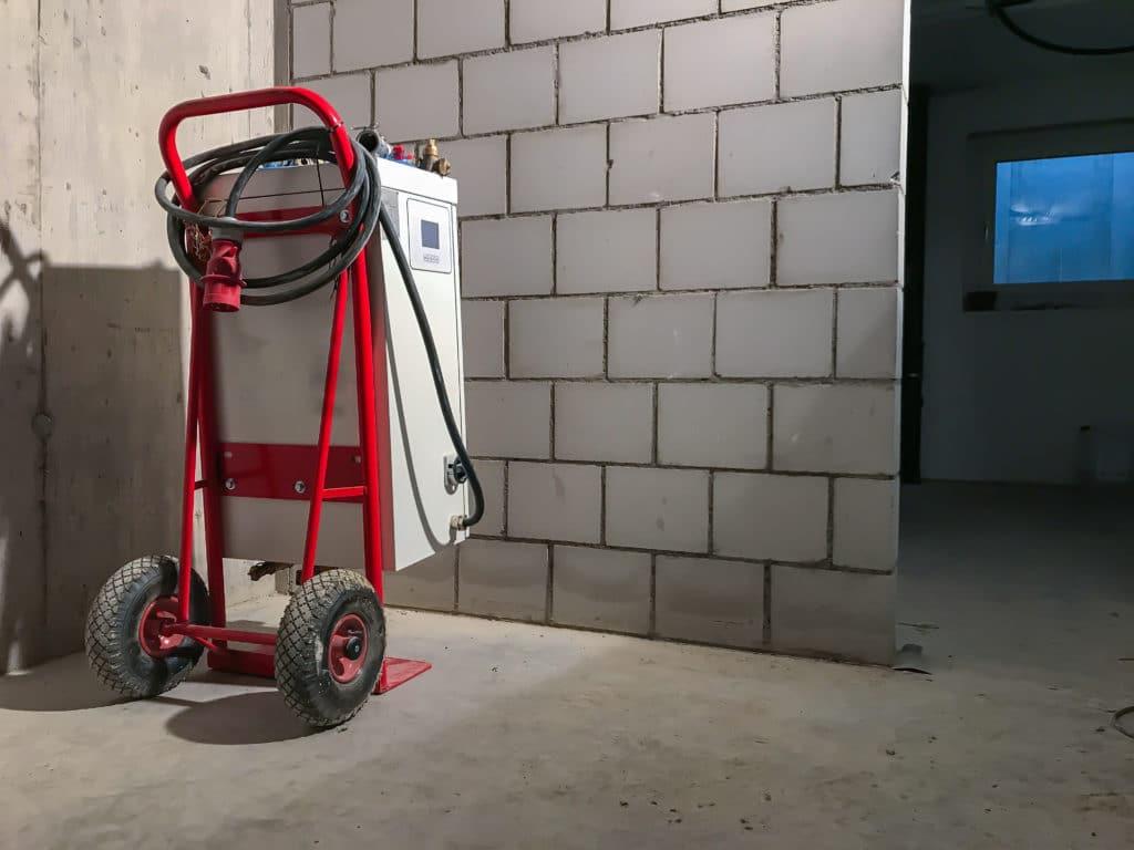 Mobile Heizung elektrisch im Keller eines Hause.s